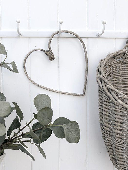 44 -IBL Simple Willow Heart Small